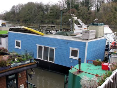 Houseboat with Thames mooring