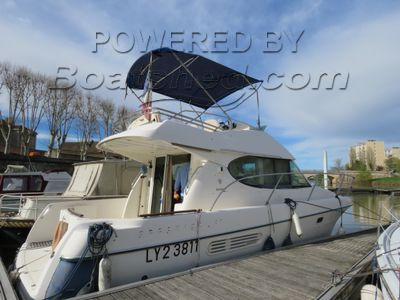 Jeanneau Prestige 32 Flybridge fly bridge