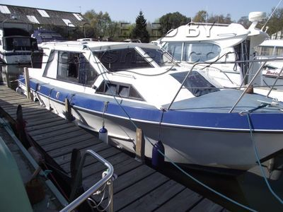Aquabell 28 Sedan Style Cruiser