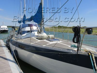 Oyster  Mariner 35