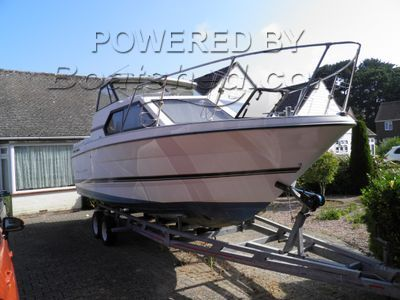 Bayliner 2452 Express Cruiser