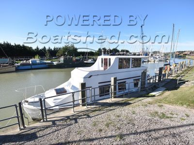 Bourne 40 Luxury Houseboat