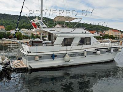 Kha Shing Royal Yacht 48 Flybridge