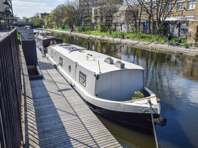 Wide Beam 55ft with London mooring
