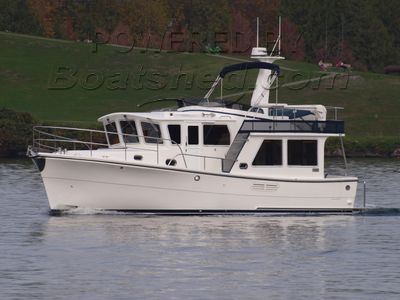 Helmsman Trawlers 38 Pilothouse Flybridge Trawler