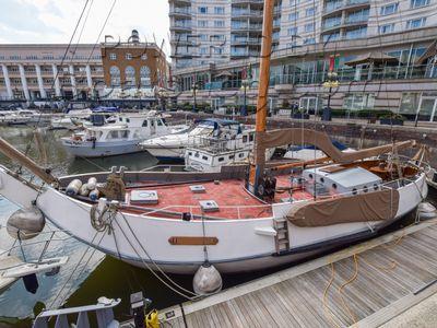 Dutch Schokker Barge 17m with London mooring