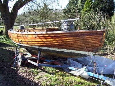 Wood day sailing boat