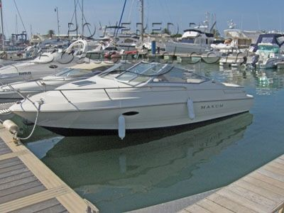 Maxum 2300 SC sports boat