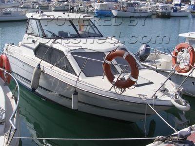 Bayliner 2452 Express Cruiser