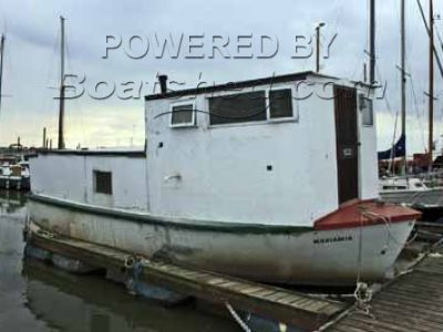 GRP Houseboat 30'