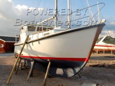 Island Plastics IP 23 Motor Sailor