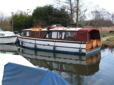 C J Darby 32 foot Wooden broads cruiser
