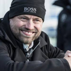 British Skipper Alex Thomson Sets Off on Debut Route du Rhum Race in HUGO BOSS boat