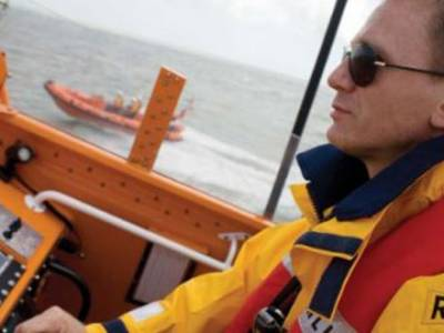 Daniel Craig supports RNLI's lifesaving mission
