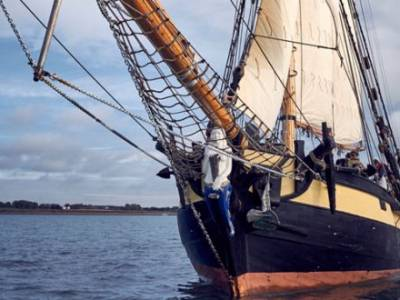HMS PICKLE TRAFALGAR WEEKEND AND SUMMER LIVING HISTORY AT BUCKLER'S HARD