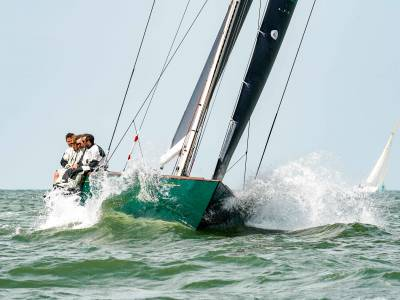Spirit 52 Oui Fling wins British Classic Week and dates set for 2022