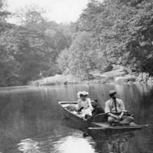 Heritage punt restores Edwardian elegance to Hestercombe's Pear Pond