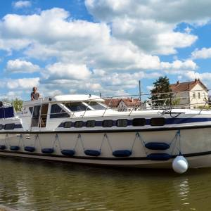 Buy a boat in France with Boatshed and enjoy guaranteed income from rentals
