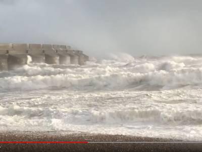 Heavy Weather Warning For South UK Coast!