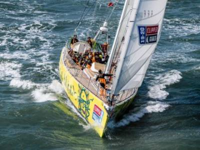 The Clipper Race Surfs into Portimão