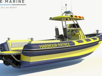 Cowes Harbour Commission sign contract for a 9m Patrol RIB