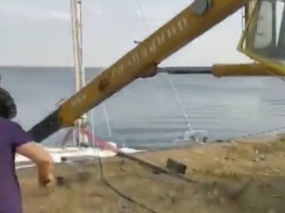 WATCH: Falling crane sinks yacht