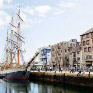 Kaskelot prepares to sail into Plymouth's Sutton Harbour