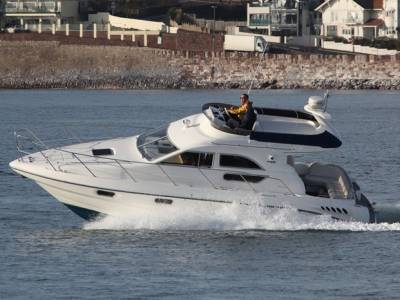 Motor Boat Monthly - Sealine F33 Review