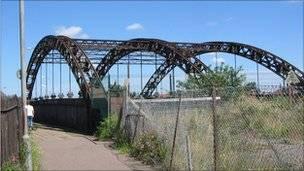 Vauxhall Railway Bridge, Gt Yarmouth, Restrictions/Closures