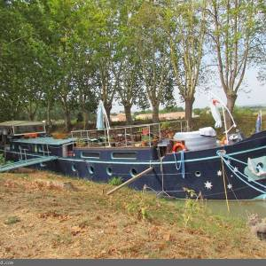 A boat with an interesting history - Dutch Luxemotor Hotel Charter Barge