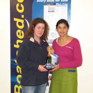 Boatshed Plymouth Yacht Brokers handing out the fizz and Plymouth celebrates with free ..