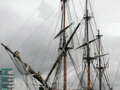 HMS Bounty arrives in Plymouth
